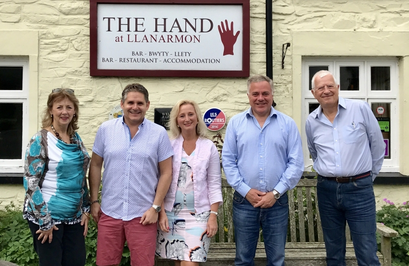 The Hand at Llanarmon DC